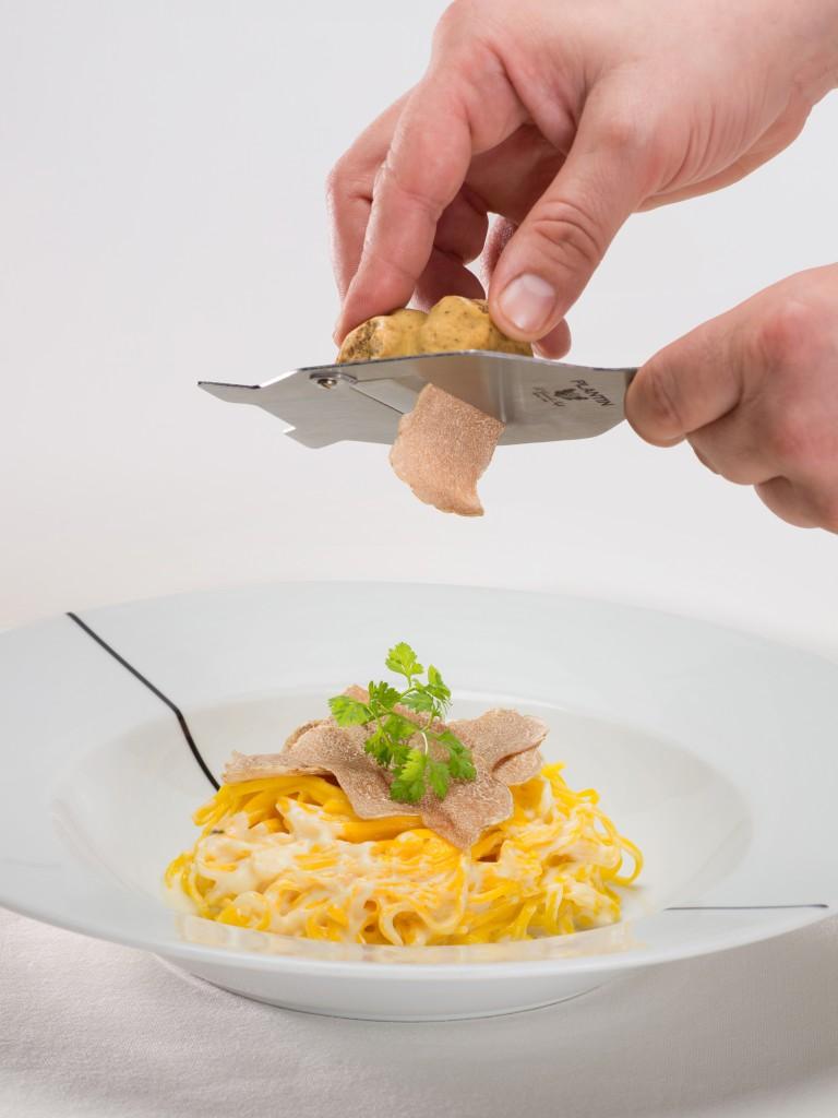 白トリュフの味が引き立つ「Homemade Tagliolini with 48 months Parmigiano Cheese in Roasted Veal Jus Sauce」