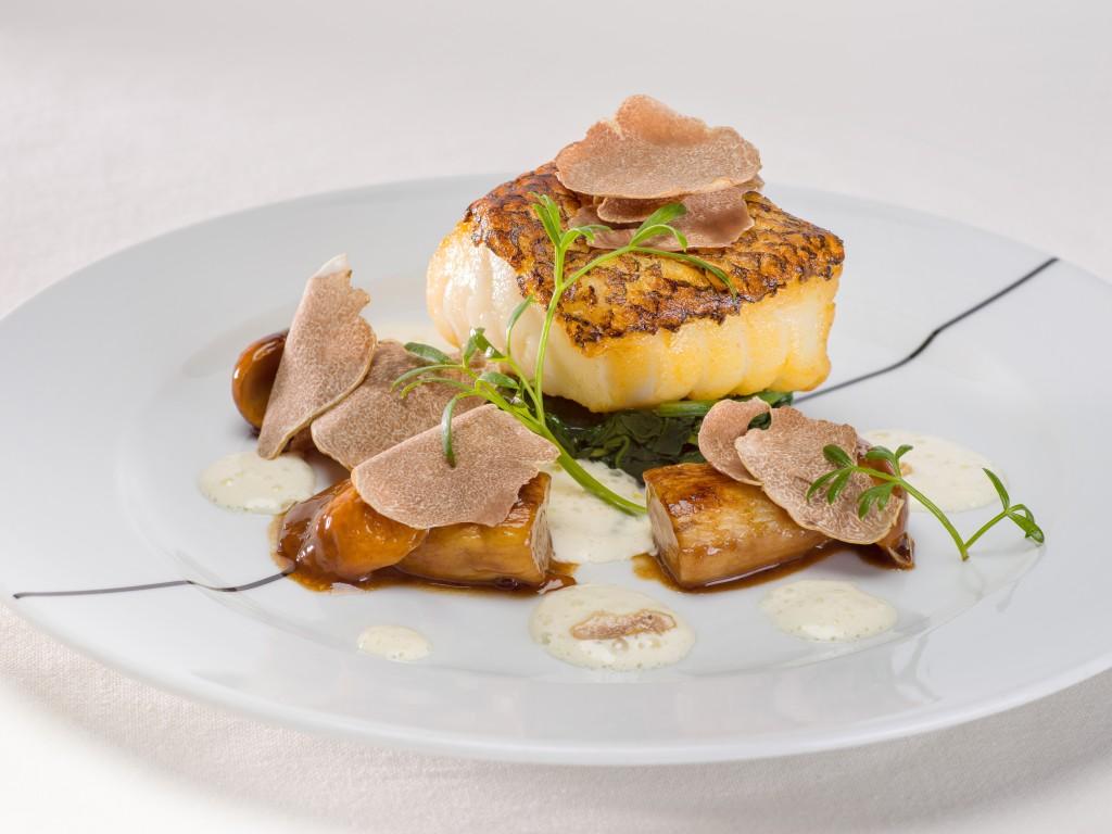 淡泊な白身魚の味を白トリュフが引き立てる「Roasted Chilean Seabass」