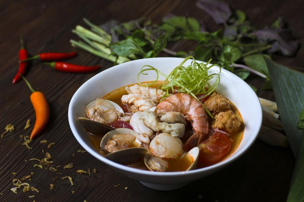 海鮮エキスたっぷりの「Seafood Vermicelli Tomato Crab Soup」