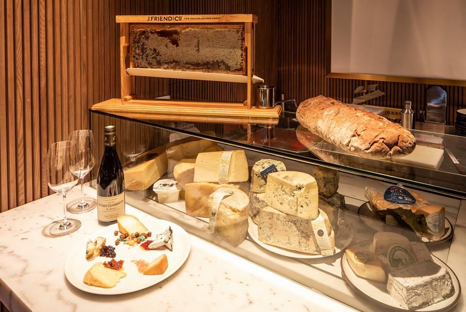 厳選したアメリカ産チーズを 一同に集めた「チーズバー」