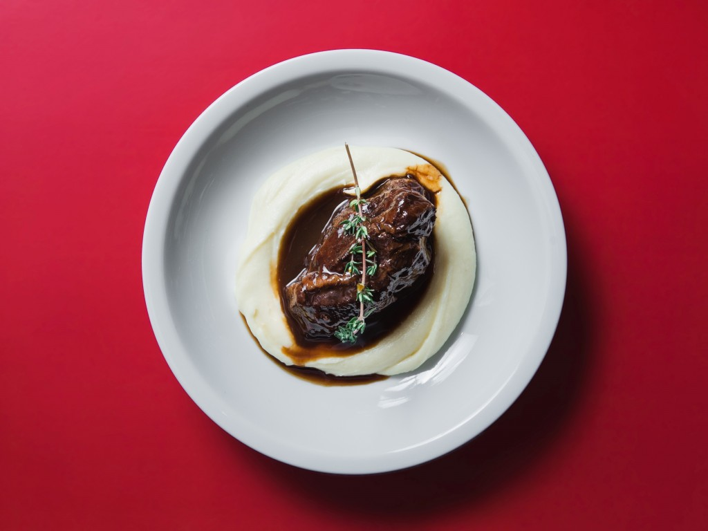 "口中でとろける食感の「Braised ""Carrilleras"" Beef Cheek with potato puree」"