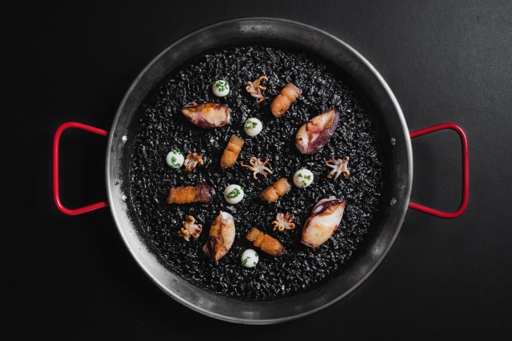濃厚なコクのある「Black Paella Rice」