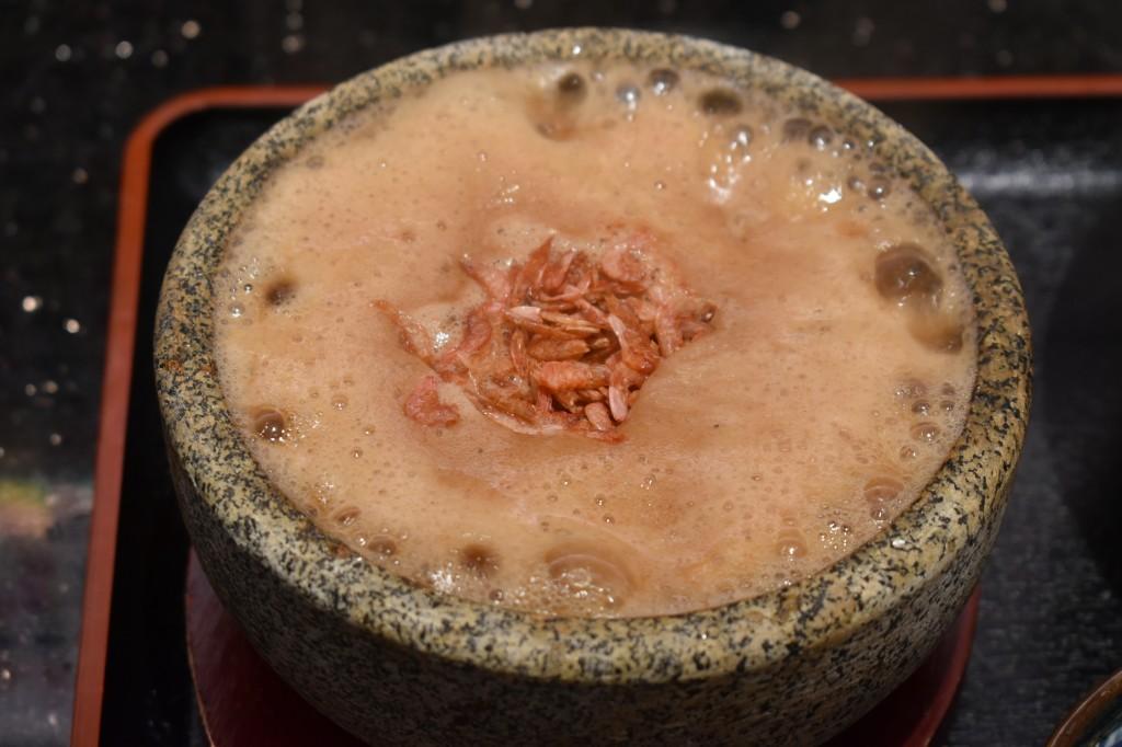 桜海老つけ麺(59元)のつけ汁、海老の香りMAX!
