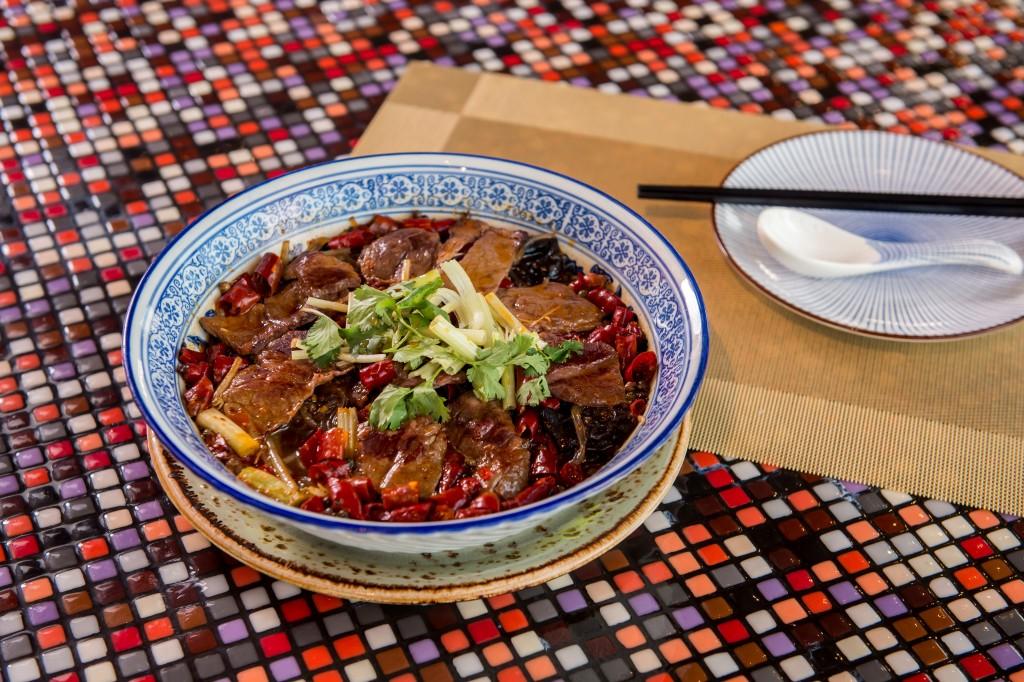 辛さが癖になる和牛の煮込料理「Poached Wagyu Beef Slices in Chili Oil」