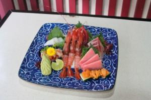 料理は鮨、刺身、鍋、一品料理と大概食べたい物はそろっている品ぞろえ