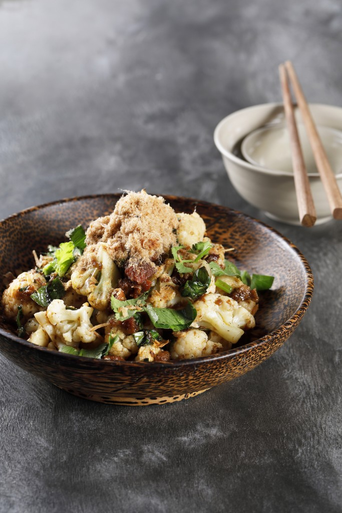 カラメルして味わい深い「Roasted Cauliflower with Caramelised Pork Koh Quet」