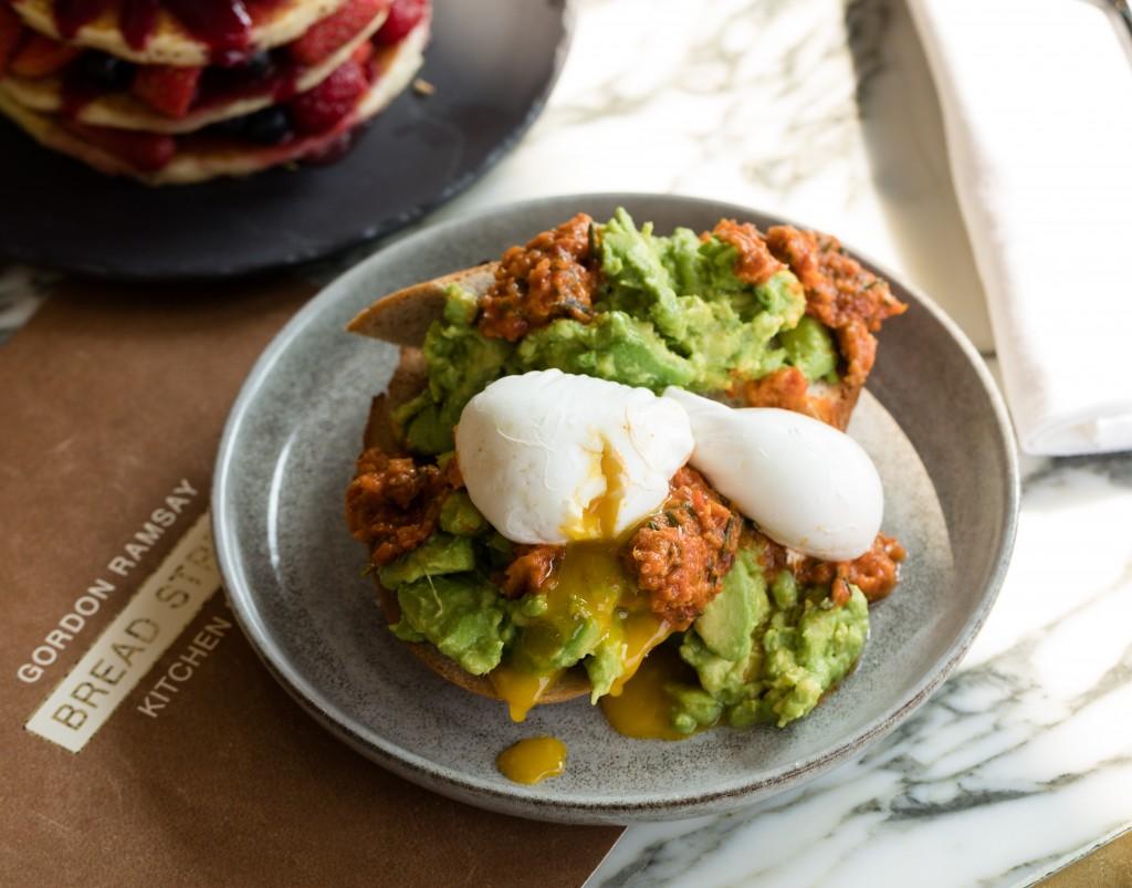 アボカド好きにおすすめの朝食メニュー「Smashed Avocado」
