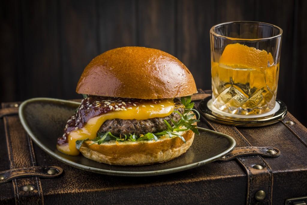 ユニークな味が魅力の 「「Old-Fashioned Burger」