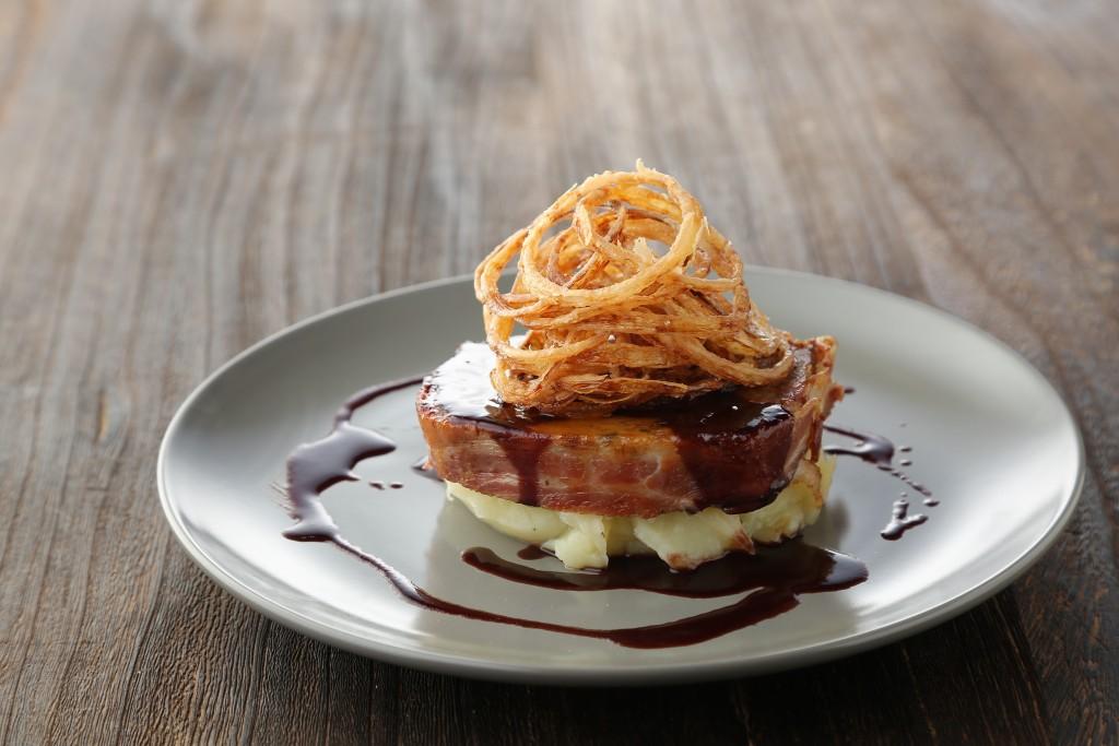 ベーコンを巻いたミートローフ 「Bacon Wrapped Meatloaf」