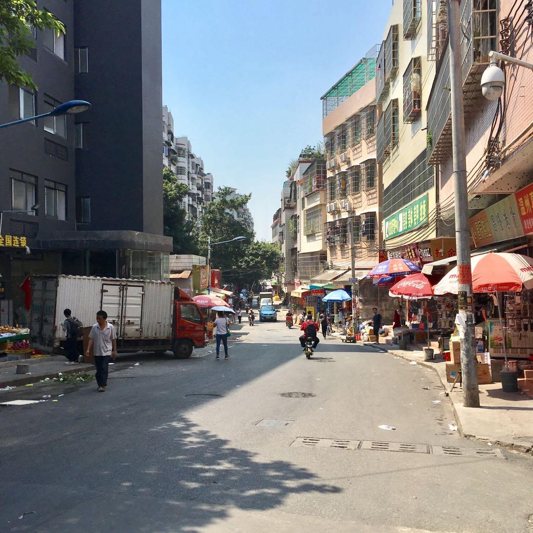 大通りから1本中へ、 まさにローカルスポット