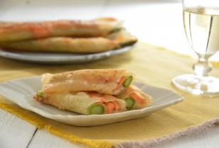 キレイをつくるレシピ帳 第56回「美味しくキレイを手に入れよう 〜 アスパラガスとサーモンのかんたん春巻き」