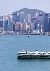 香港島に掲げられた企業の大看板。そのなかでも「Panasonic」はひときわ目立つ。日本人観光客や香港在住日本人にとって、日本の信用の大きさを感じさせてくれる、ちょっとしたシンボルでもある。