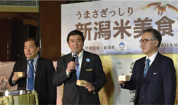 左より、新潟県大連経済事務所・川崎所長、 ホテル・ニッコー広州・木佐貫総経理、 在広州日本国領事館・石塚総領事