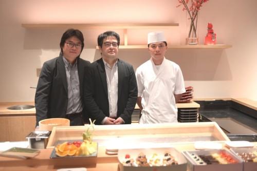 中央が伊藤氏、 左がパートナーのBen Huangさん、 右が板長の赖さん