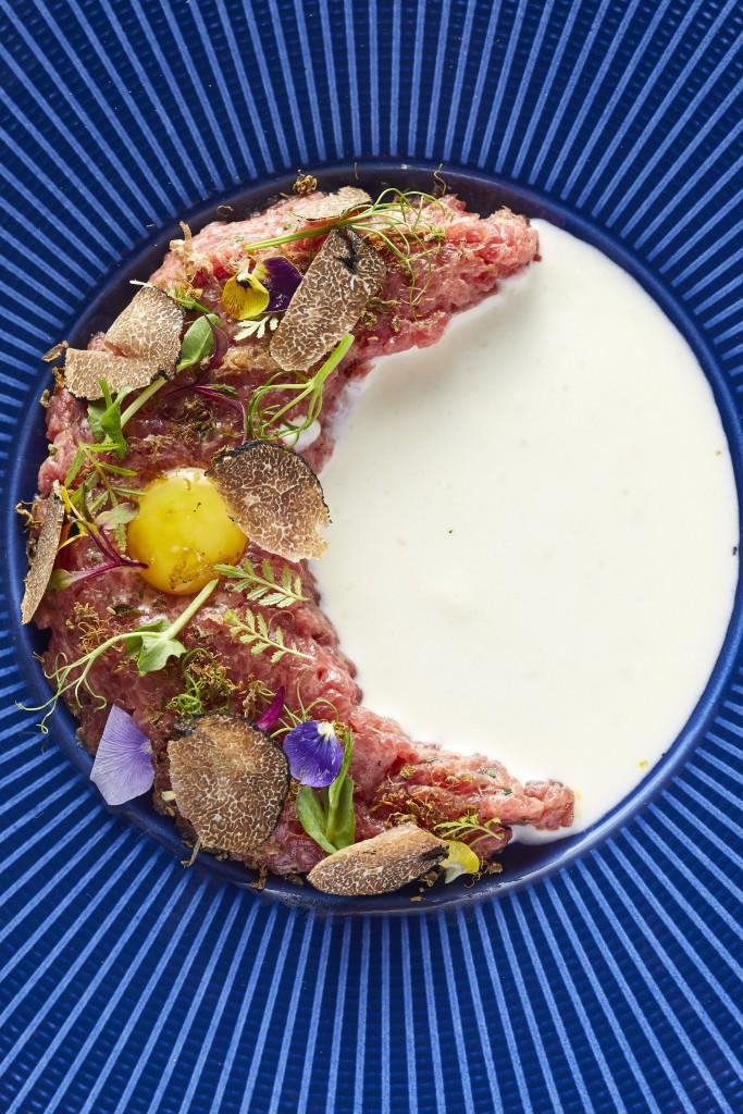 贅沢な味の 「Tartare Di Bue Piemontese」