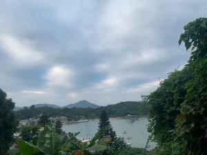 のんびり島を一望しながら。