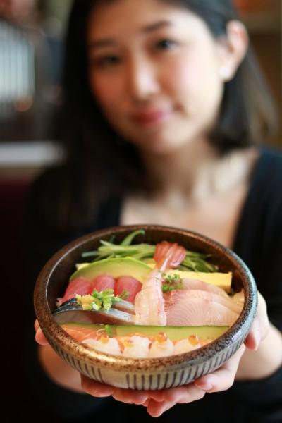 (写真11)Sashimi Chirashi ライターあり