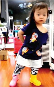 長靴と小葉子  最近の小葉子は長靴のカラーをミックスして履く