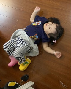 1歳8カ月  長靴も一人で履けるようになった